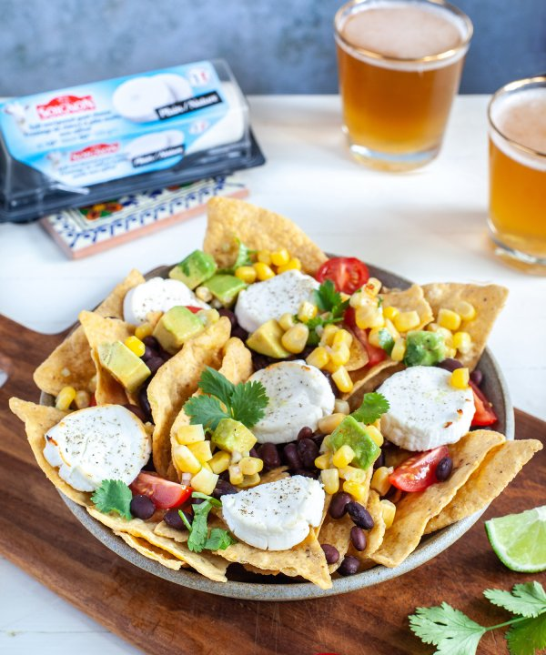Recipe - Nachos with cheddar, Soignon goat cheese and corn and avocado salsa