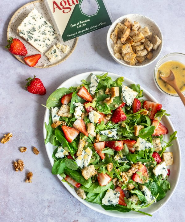 Recipe - Strawberry and Saint Agur Blue cheese salad with honey dressing