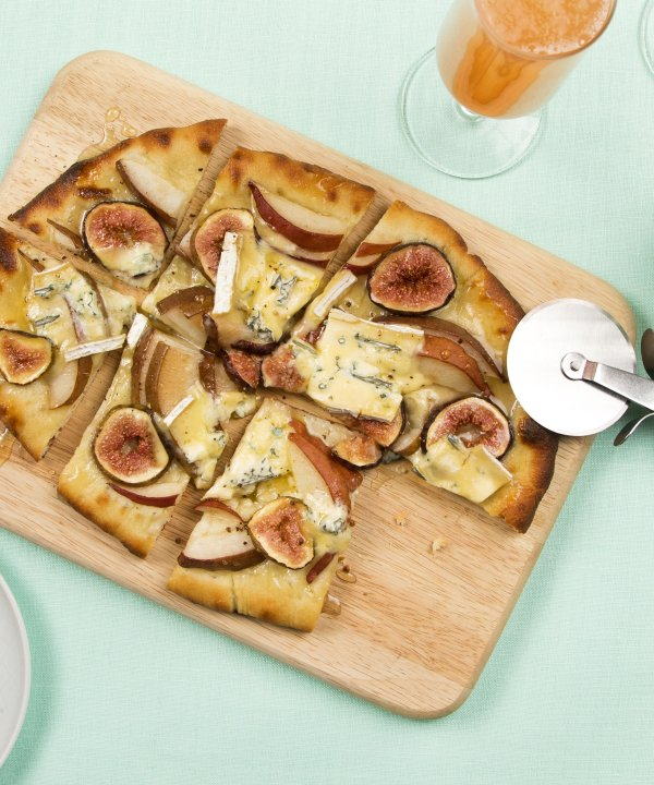Recipe -  Flatbread with pears, figs and Cambozola cheese